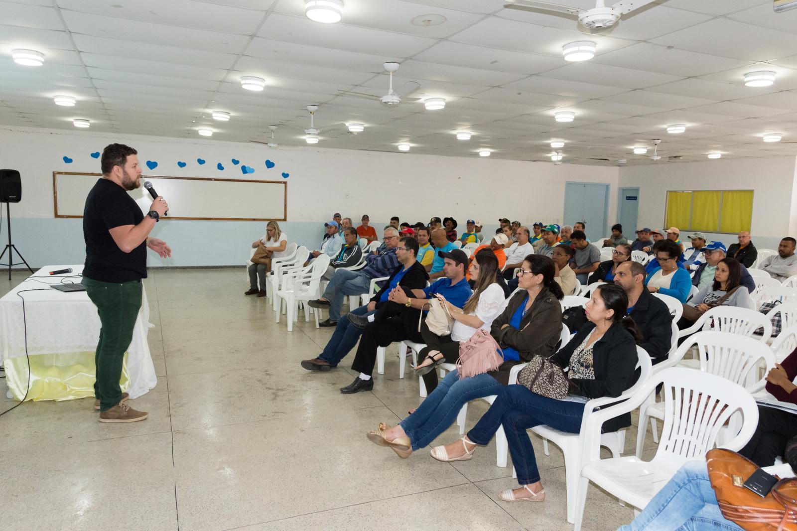Servidores participaram de palestra sobre alcoolismo e atualizaram cartão de vacinação
