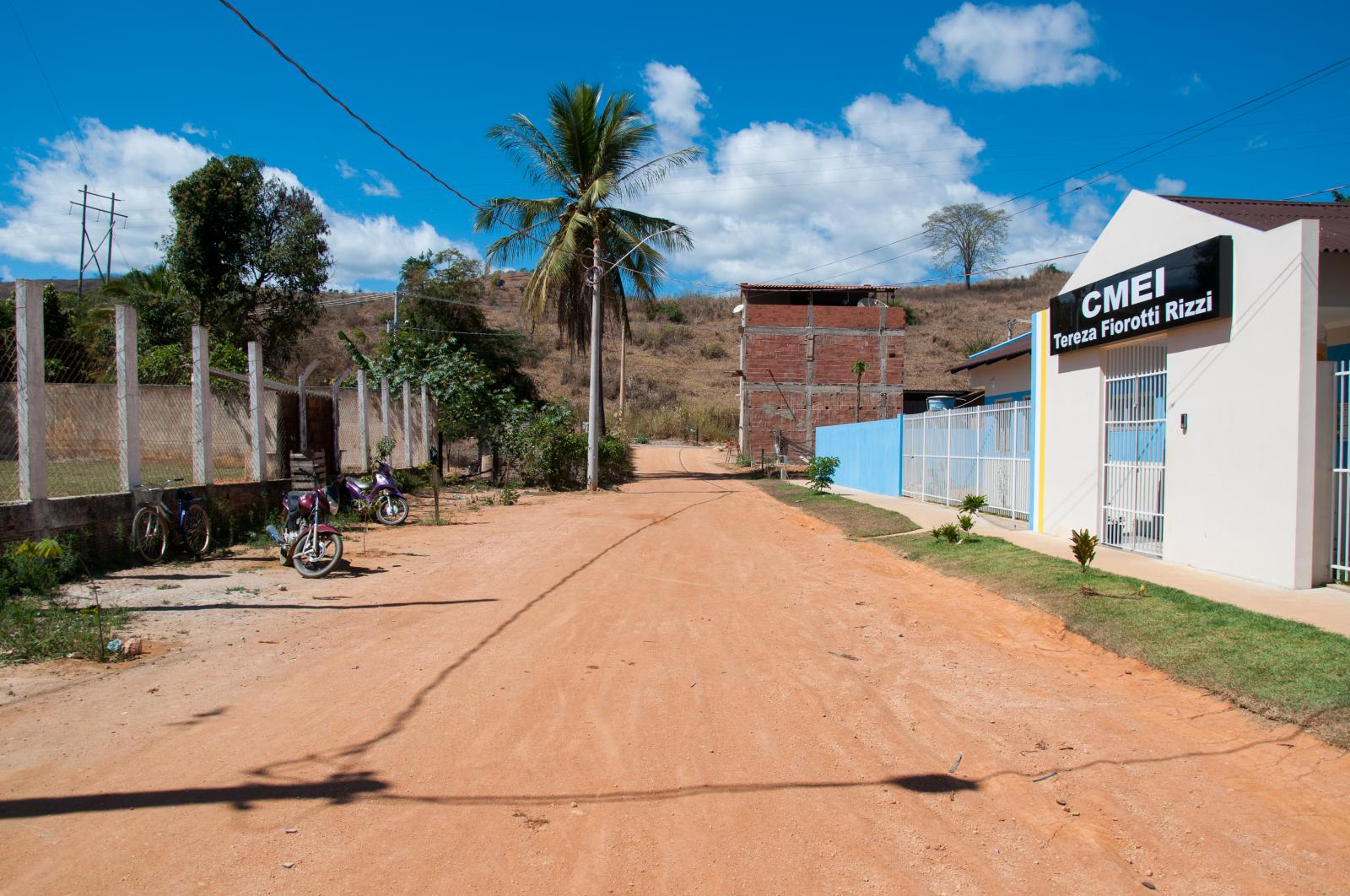 Prefeitura irá pavimentar três ruas no município