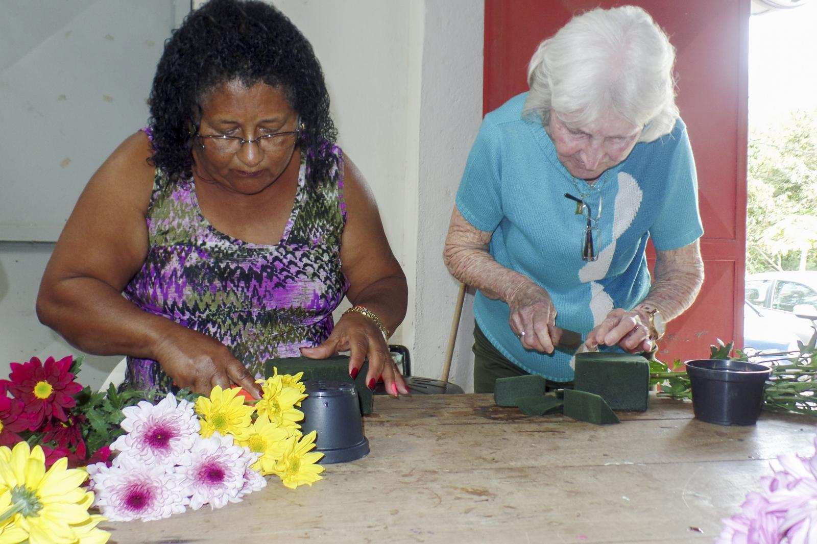Serviço de Convivência e Fortalecimento de Vínculos desenvolveu oficina de Ikebana com usuários