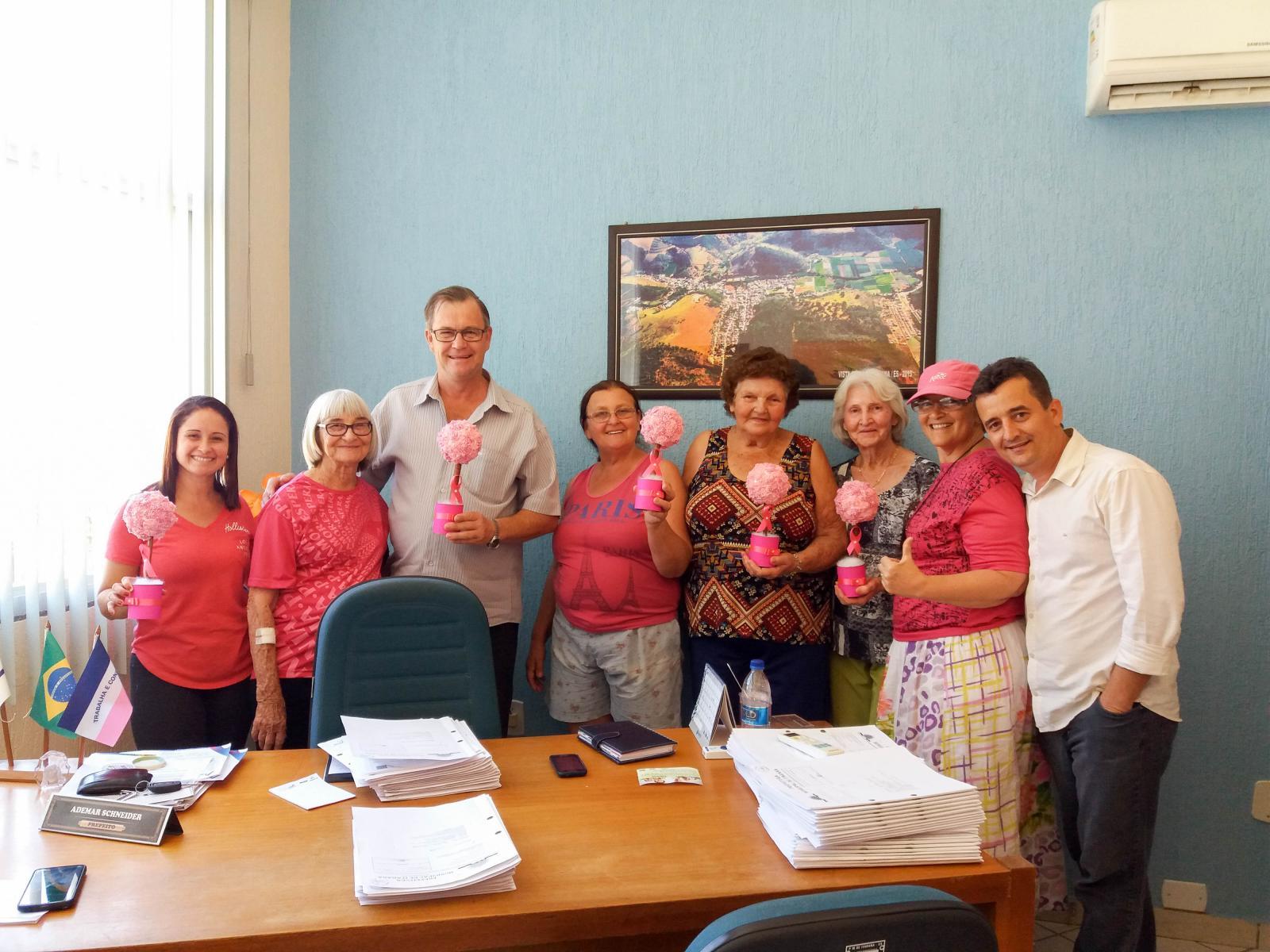 Terceira Idade apoia o movimento Outubro Rosa