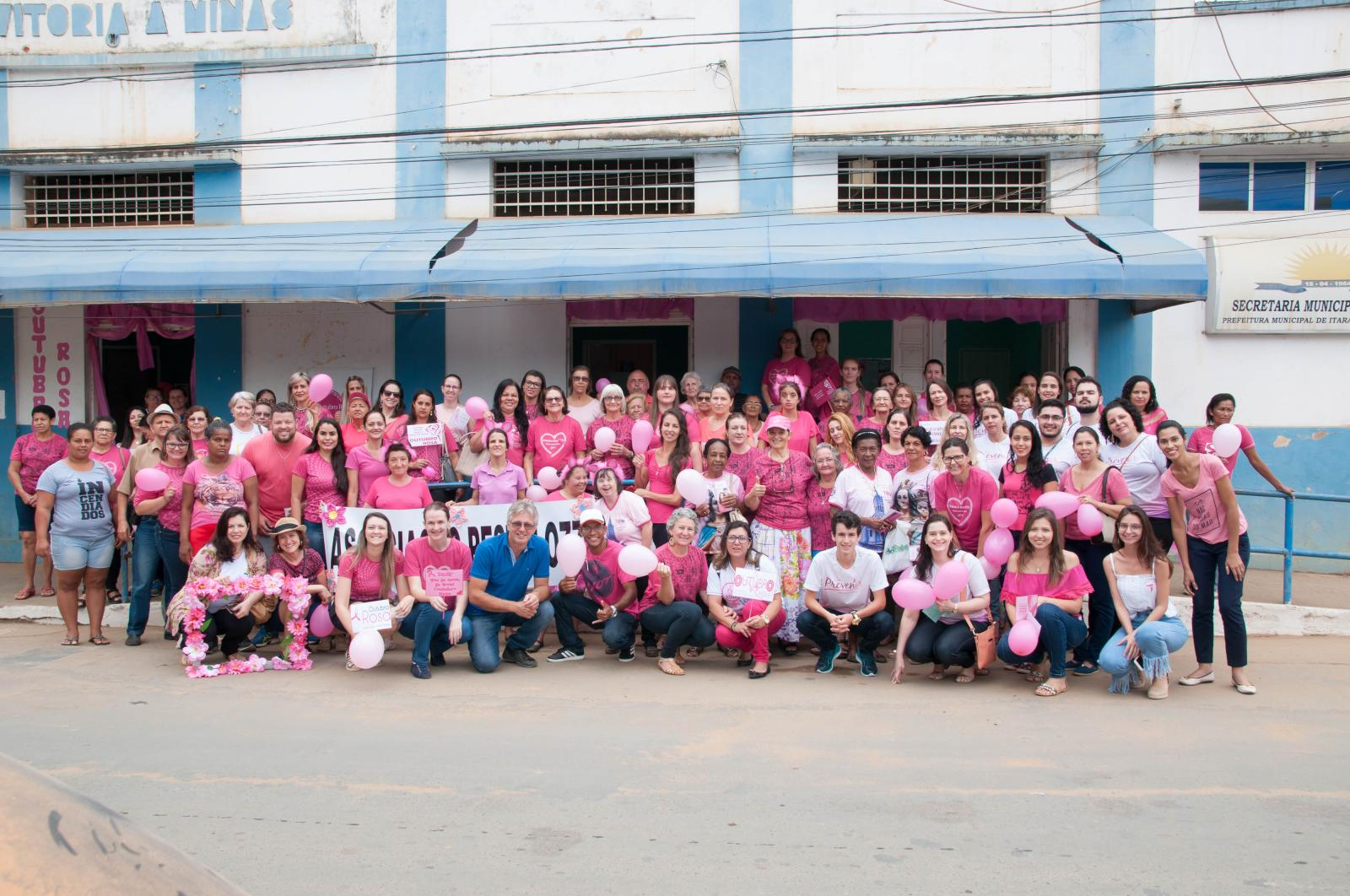 Caminhada em apoio ao Outubro Rosa mobilizou a cidade nesta sexta-feira (27)