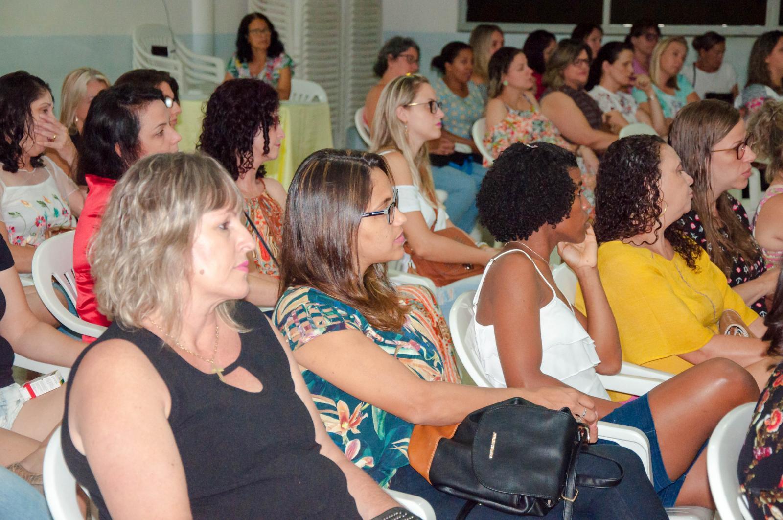 Palestra e exposição de trabalhos marcaram o encerramento da Formação Continuada dos professores
