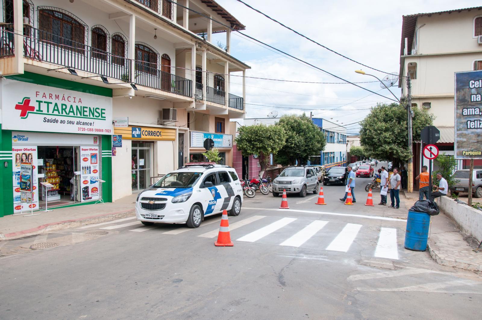 Detran está revitalizando sinalização viária em Itarana