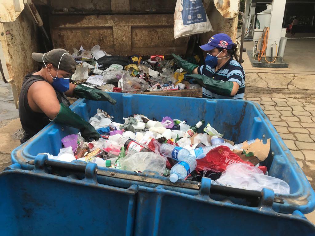 Secretaria Municipal de Obras fez limpeza dos PEVs da Coleta Seletiva