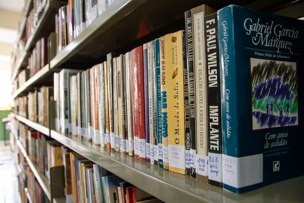 Biblioteca municipal possui acervo com mais de 10 mil livros