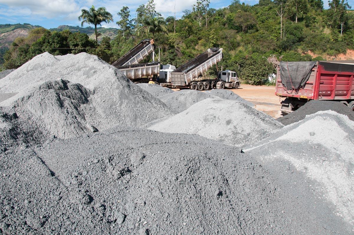 Mais estradas de Itarana receberão pavimentação com Revsol Plus