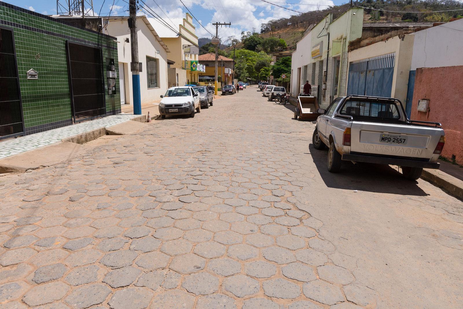 Rua Santos Venturini receberá novo calçamento, trânsito será interditado no local durante a obra