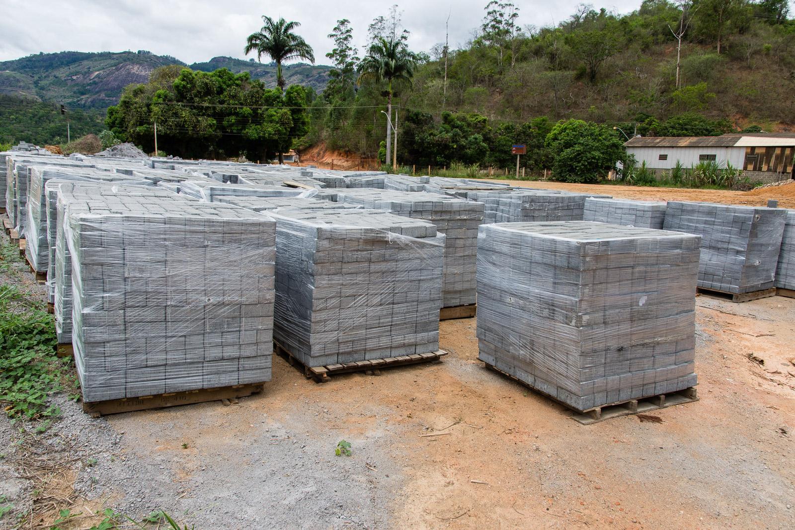 Quatro comunidades de Itarana serão beneficiadas com calçamento rural