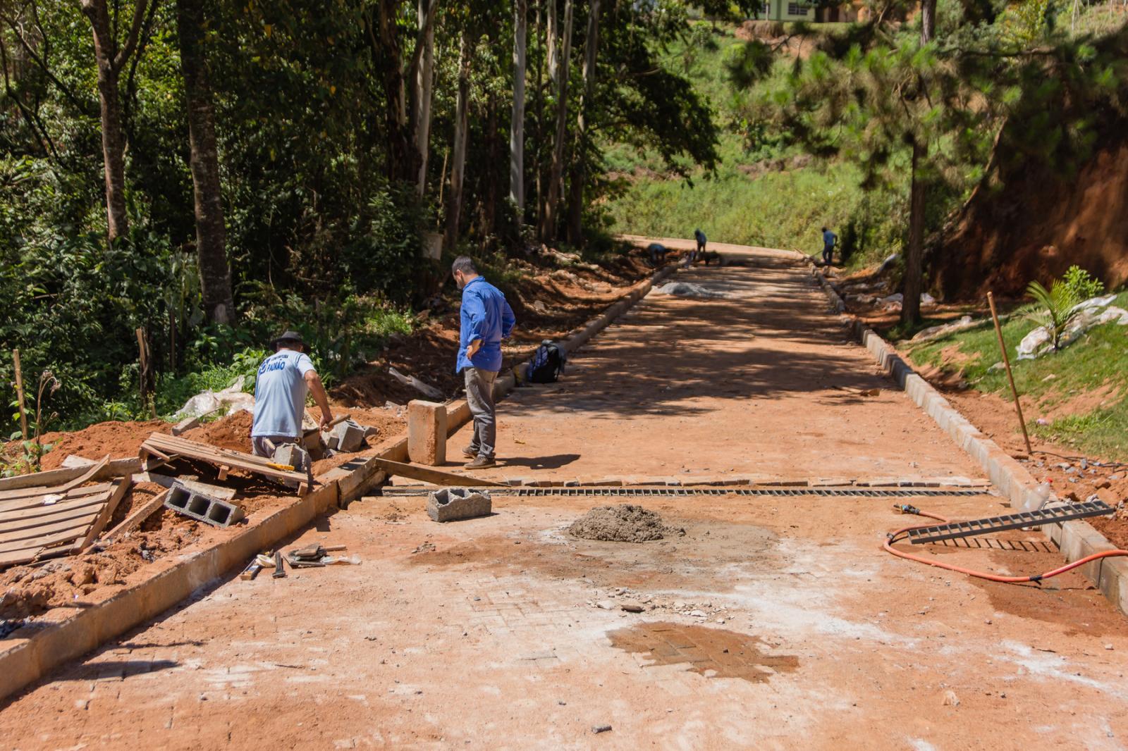 Calçamento Rural em fase de conclusão em Alto Santa Rosa