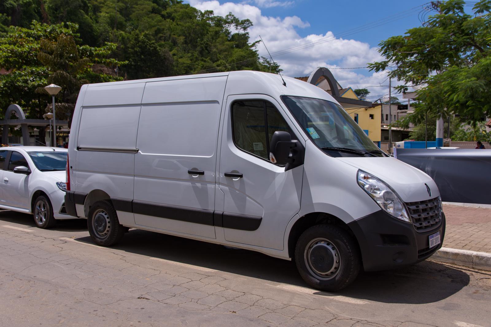 Frota municipal recebe oito veículos e um trator agrícola