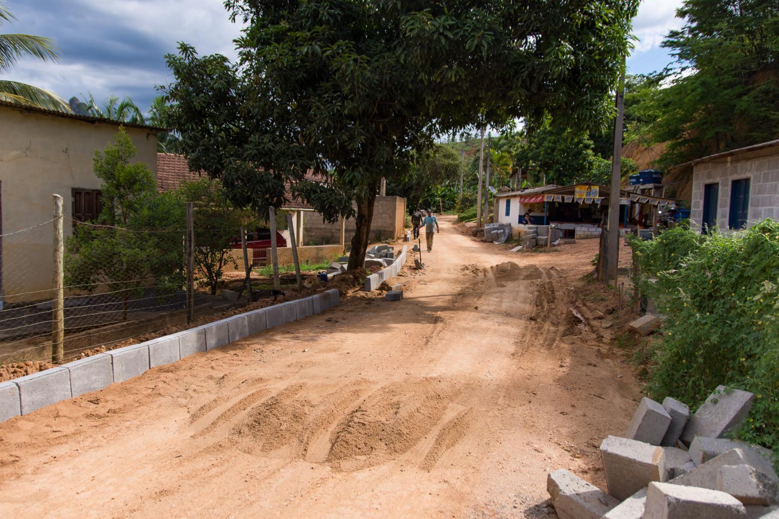 Obras do Calçamento Rural iniciaram na Praça Oito