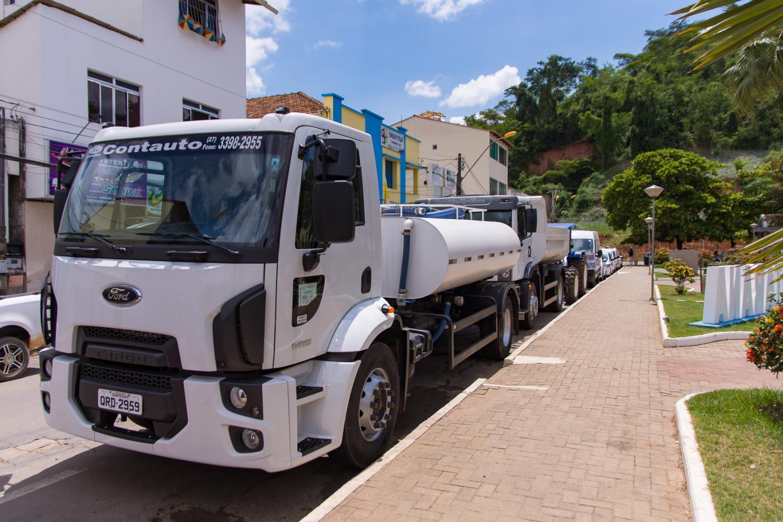 Frota municipal recebe novos veículos