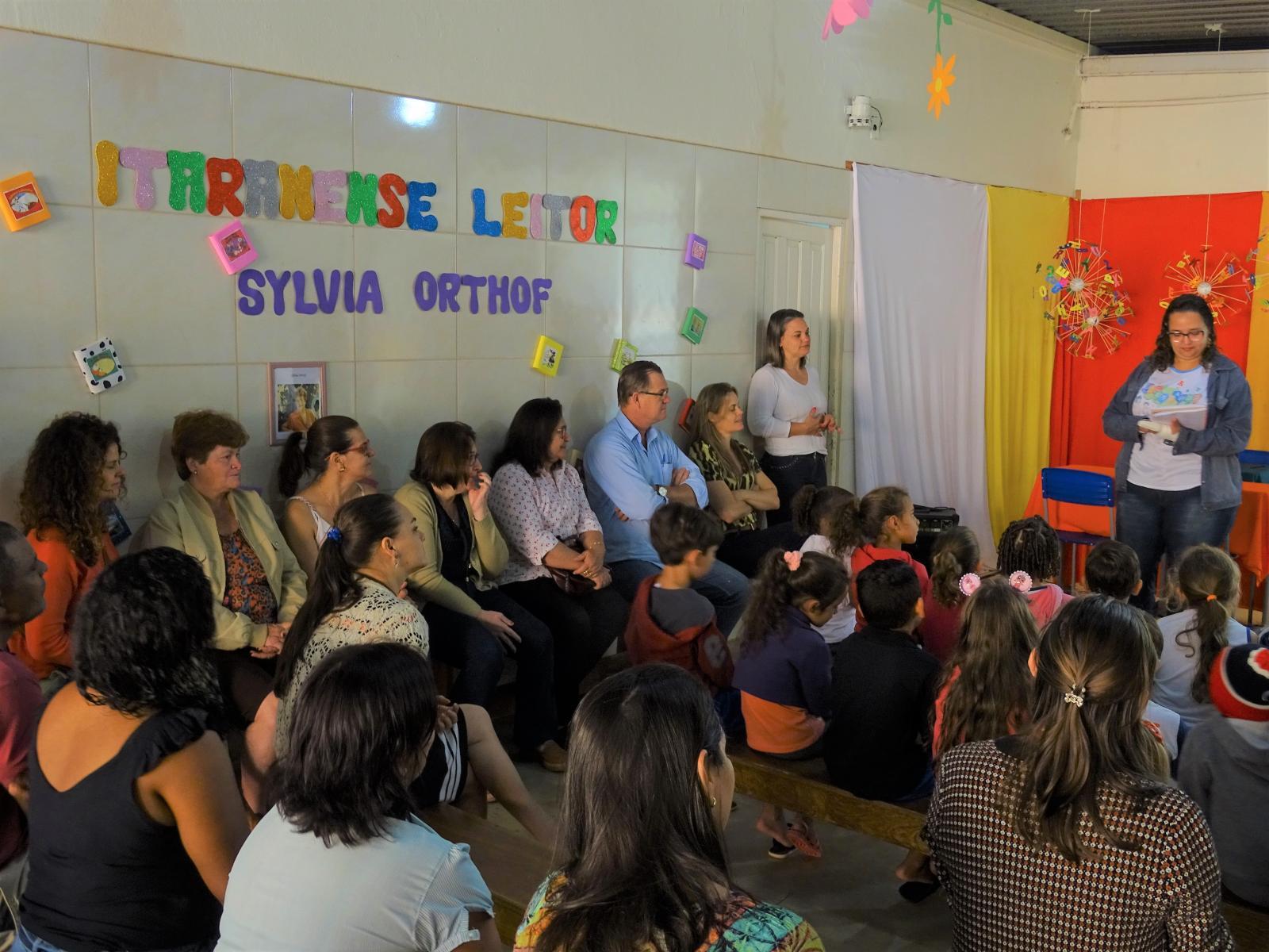 """Projeto da Escola Municipal """"Fazenda Camilo Bridi"""" incentiva alunos a ler e escrever"""