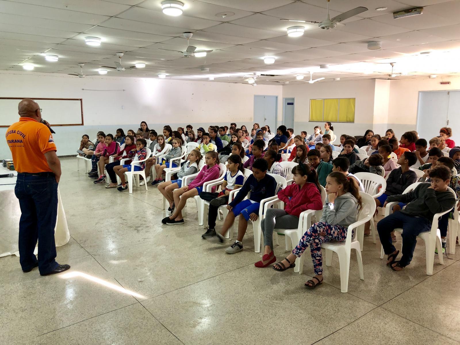Palestra realizada com alunos marca a Semana Estadual de Proteção e Defesa Civil em Itarana
