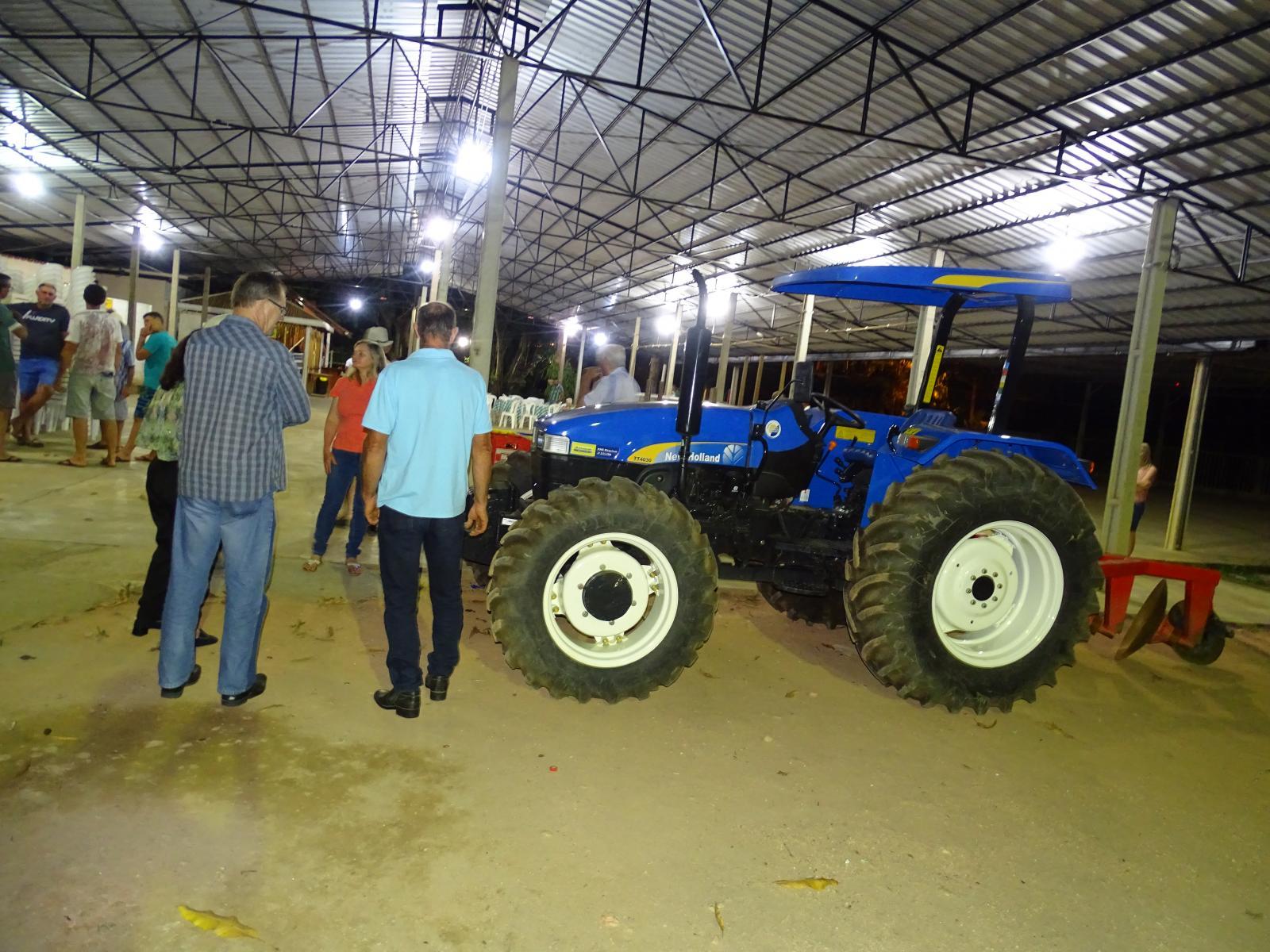 Prefeitura entrega maquinário e implementos agrícolas para Associação de Pequenos Produtores Rurais do Sossego