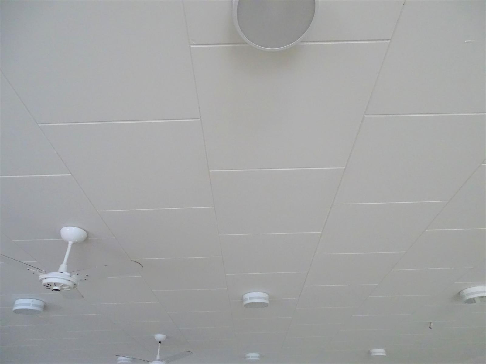"Prefeitura de Itarana realizou reforma do forro e telhado da Escola Municipal ""Luiza Grimaldi"""