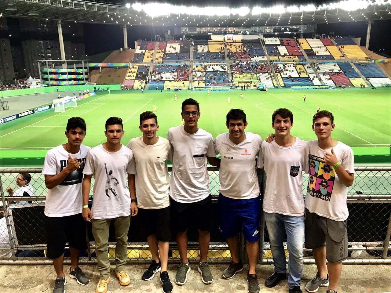 Secretaria Municipal de Desporto, Cultura e Turismo leva atletas para assistem a jogos de futebol da Copa do Mundo Sub-17