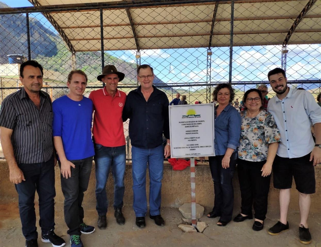 Estão inauguradas as obras de pavimentação e construção de um barracão na comunidade do Meneghel