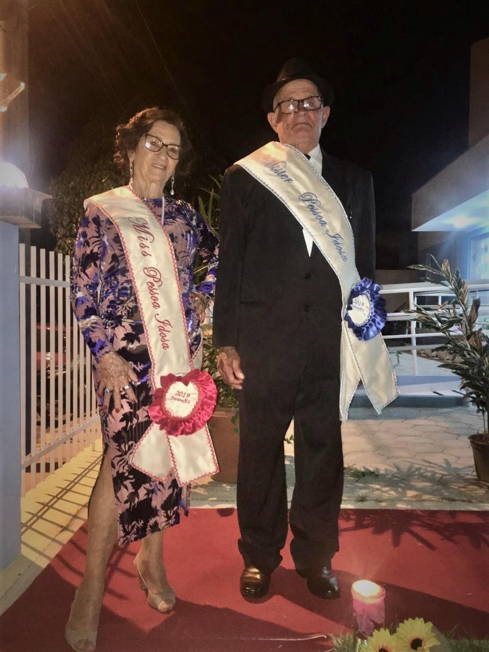Idosos de Itarana representam o município em desfile regional