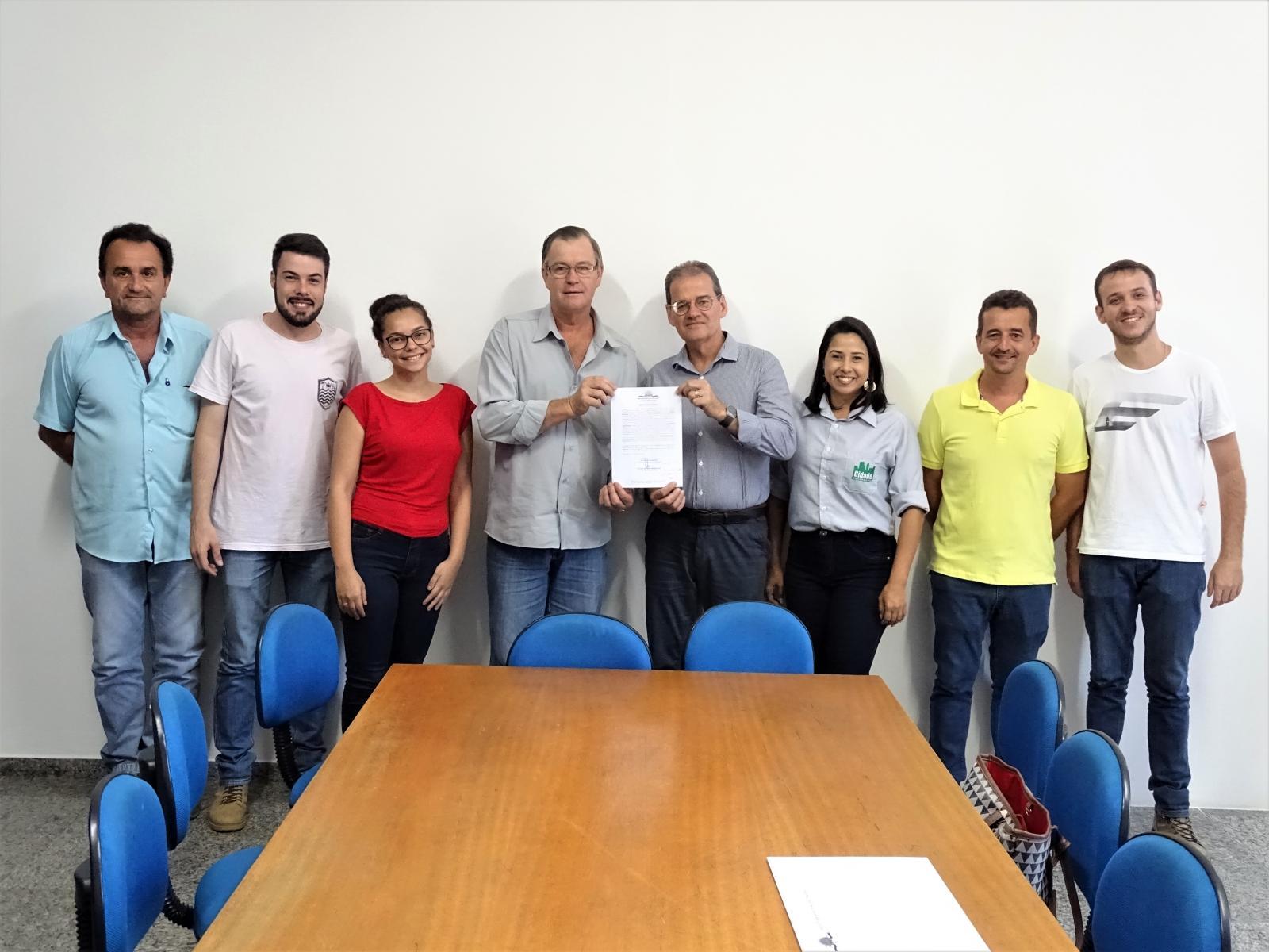 Assinatura da ordem de serviço da pavimentação de ruas do centro da cidade