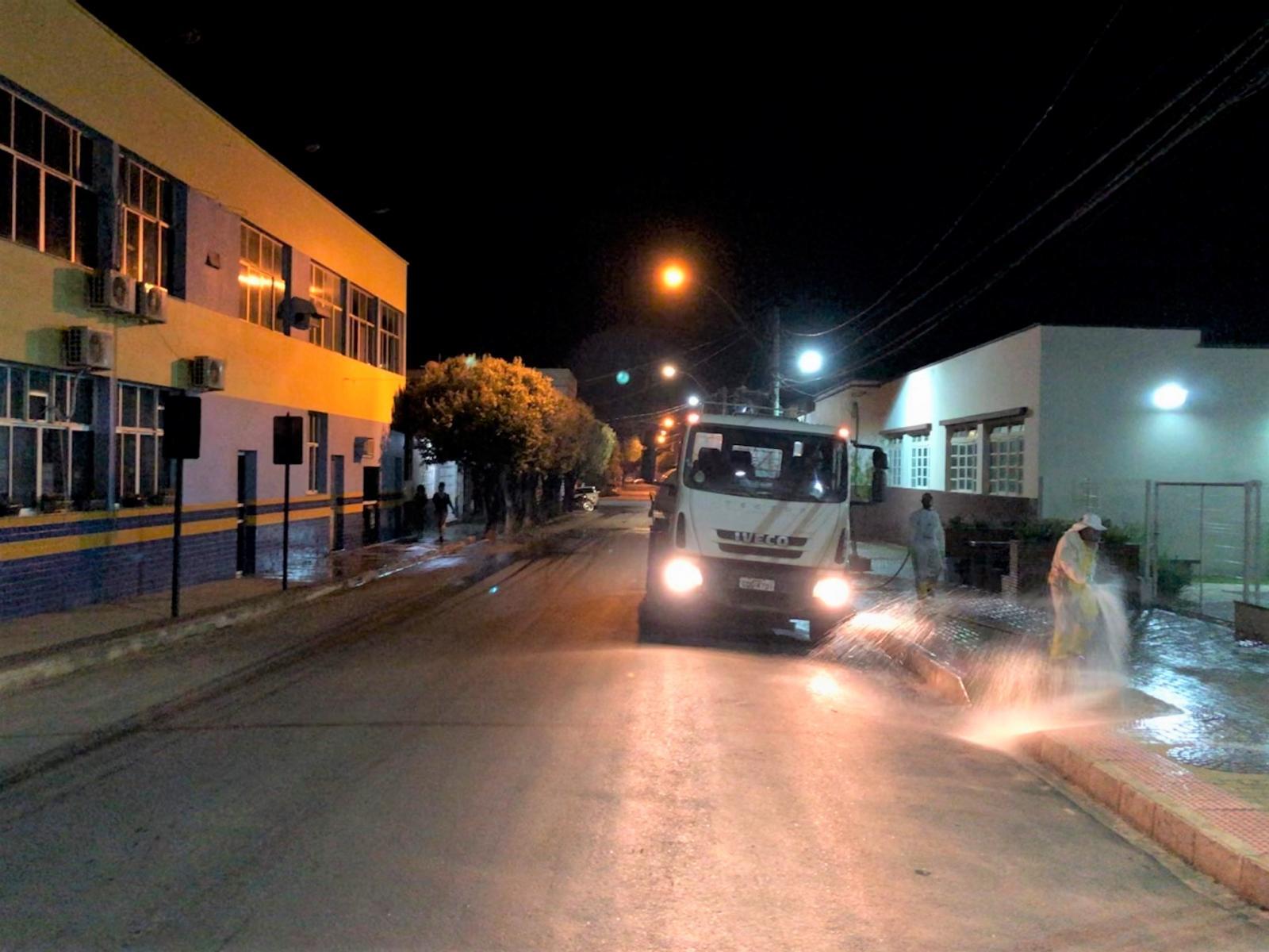 Coronavírus (COVID-19): Prefeitura realiza a limpeza das ruas para combater o novo vírus