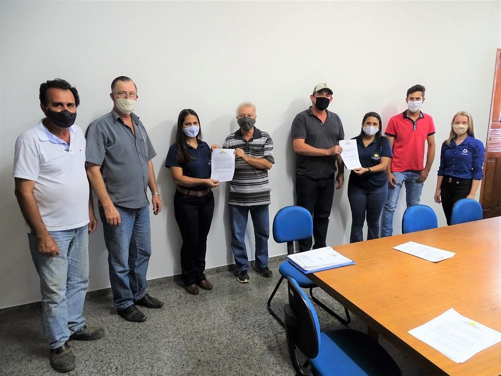 Prefeitura de Itarana entrega as primeiras licenças ambientais emitidas pelo município