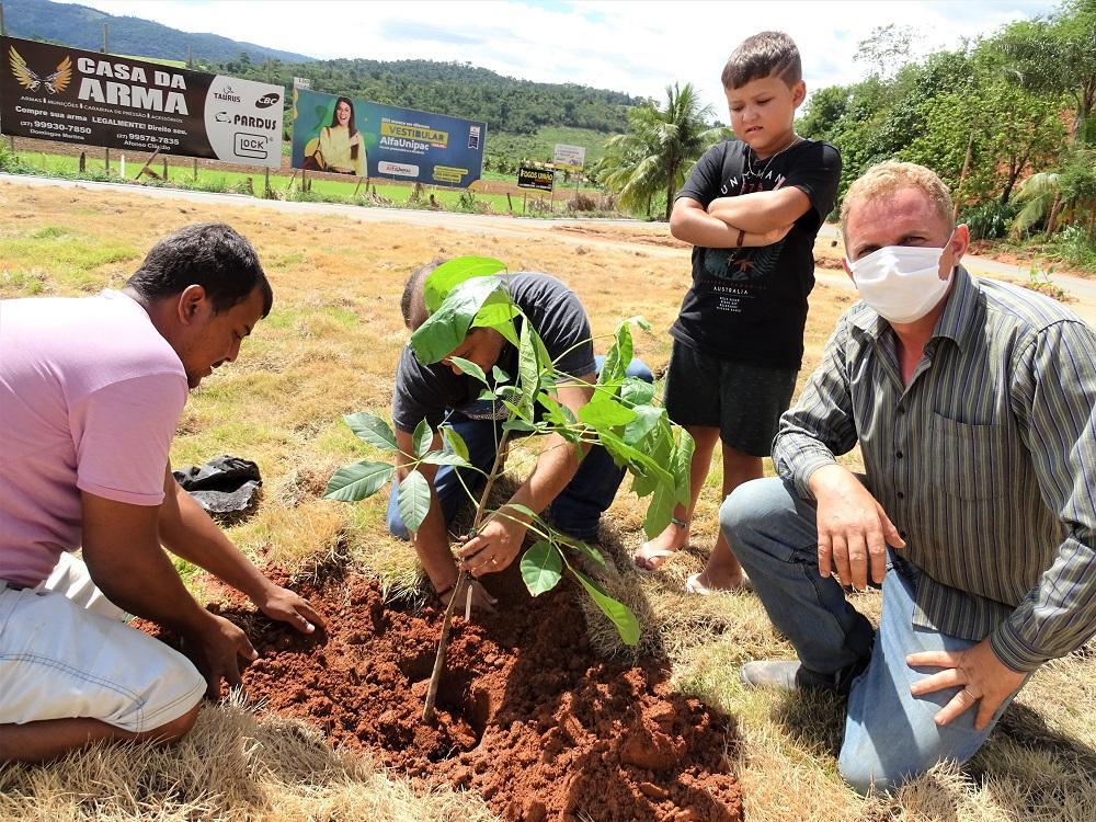 Prefeitura de Itarana renova trevo que dá destino aos municípios de Itaguaçu e Laranja da Terra