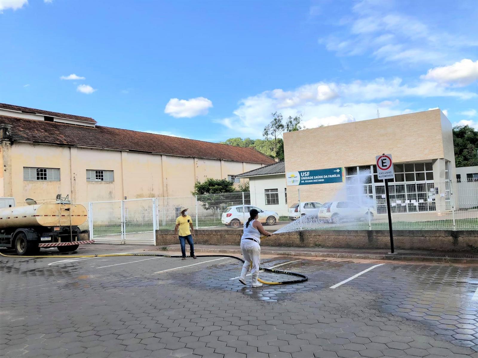 Prefeitura realiza a desinfecção das ruas de Itarana no combate a Covid-19
