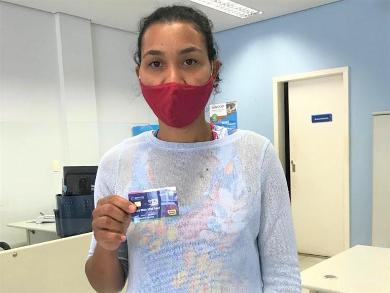 Entrega do Cartão ES Solidário começou nesta segunda-feira em Itarana
