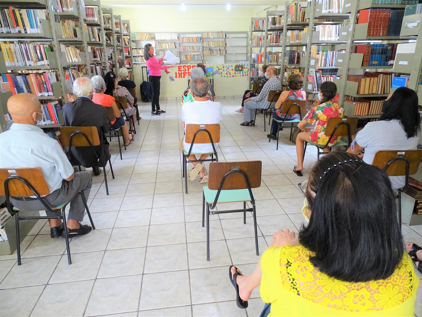 Escritora capixaba Andréa Espíndula visita Itarana e conta um pouco da história do Espírito Santo