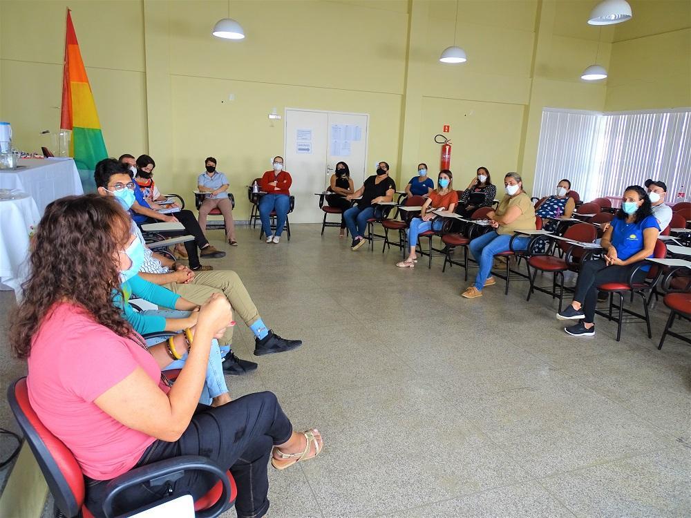 Roda de conversa sobre a população LGBT no município encerra o projeto do Dia Internacional contra a Homofobia