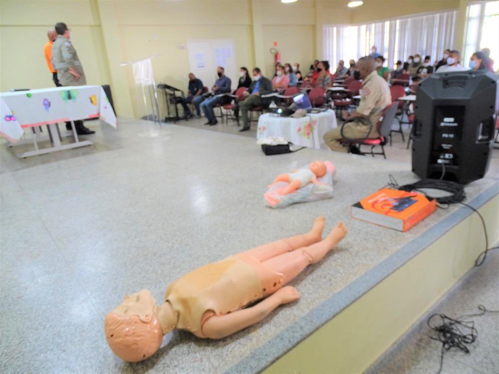 Palestra com Corpo de Bombeiros ensina sobre os primeiros socorros em crianças