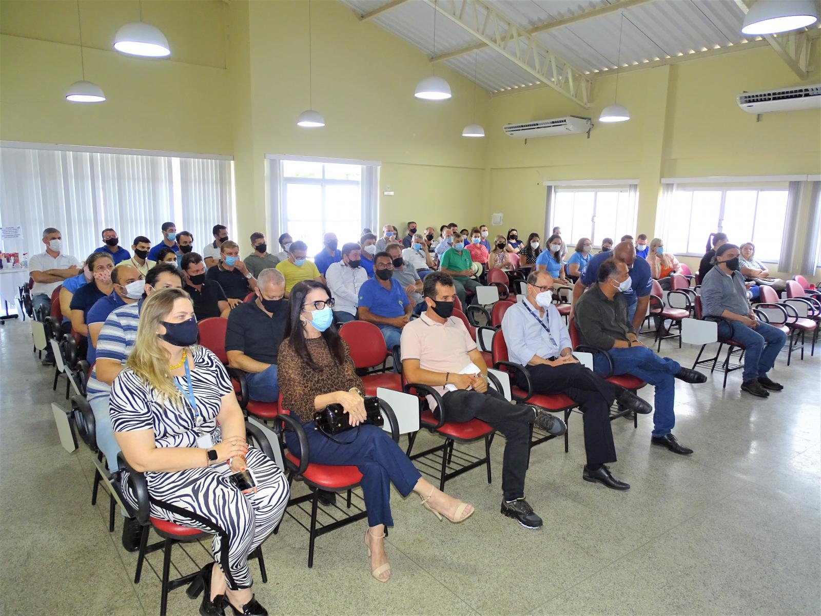 Município de Itarana assina Termo de Adesão do Programa Cidade Empreendedora