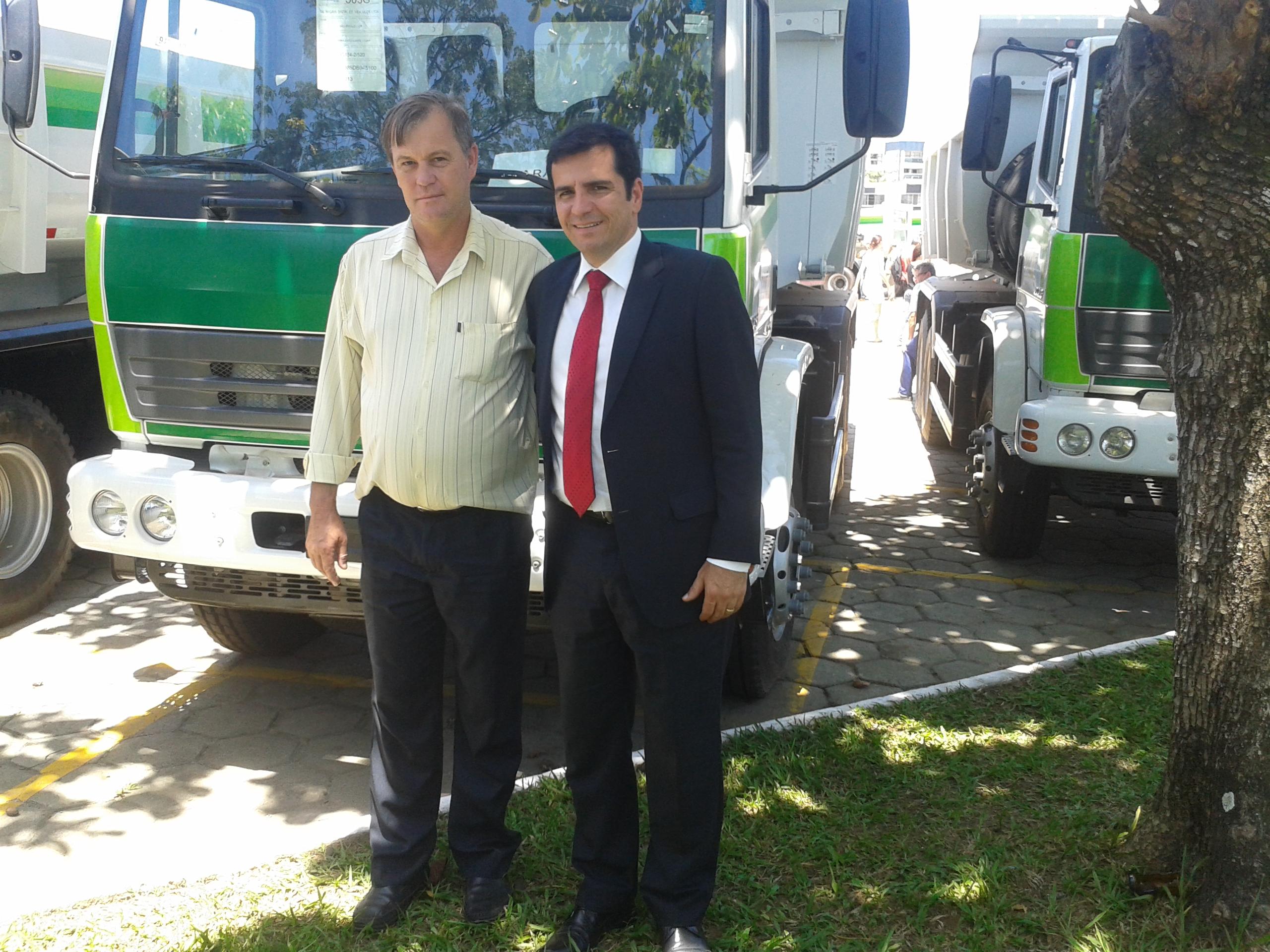 Itarana recebe Caminhão Caçamba