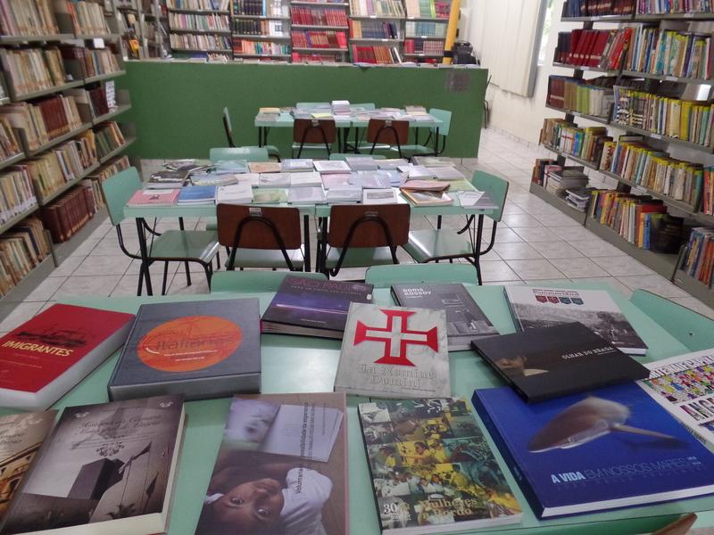 Biblioteca Municipal de Itarana recebe livros para o acervo
