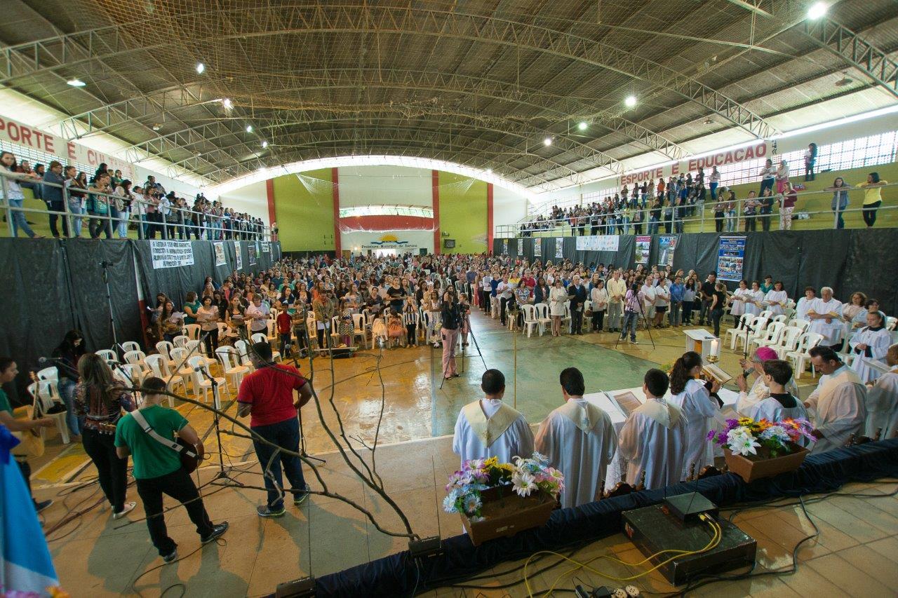 Encontro da Pastoral da Educação reúne mais de mil pessoas em Itarana