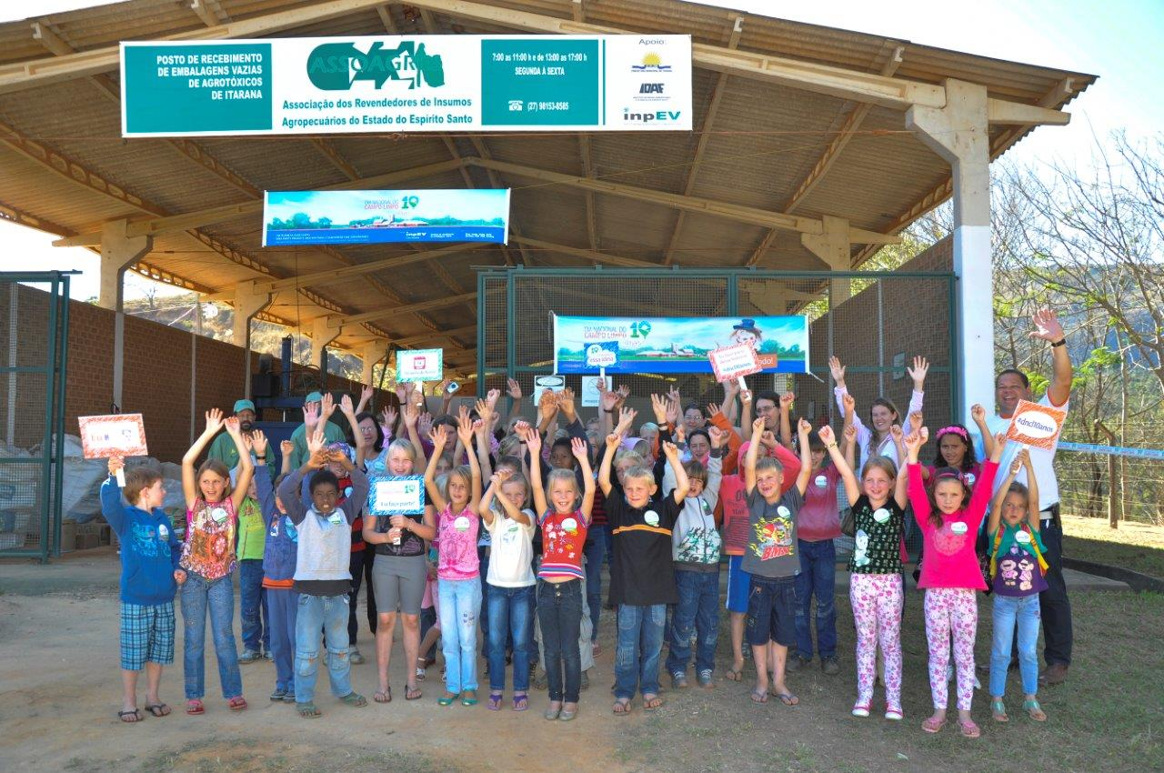Alunos participam de ações educativas em comemoração ao Dia Nacional do Campo Limpo