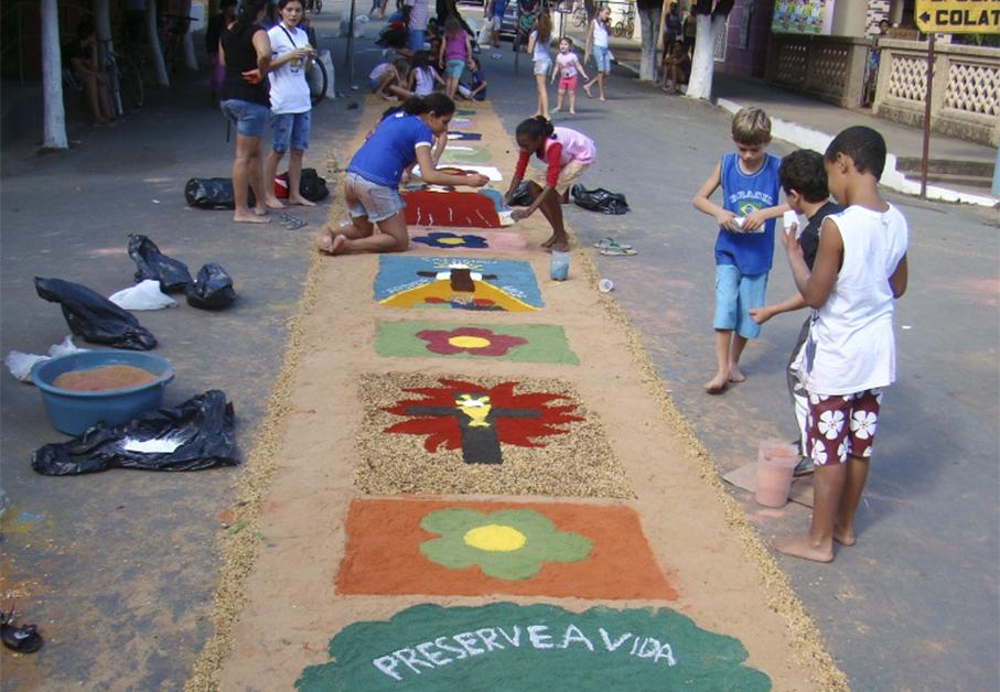 Tapetes de Corpus Christi enfeitam a cidade de Itarana no feriado