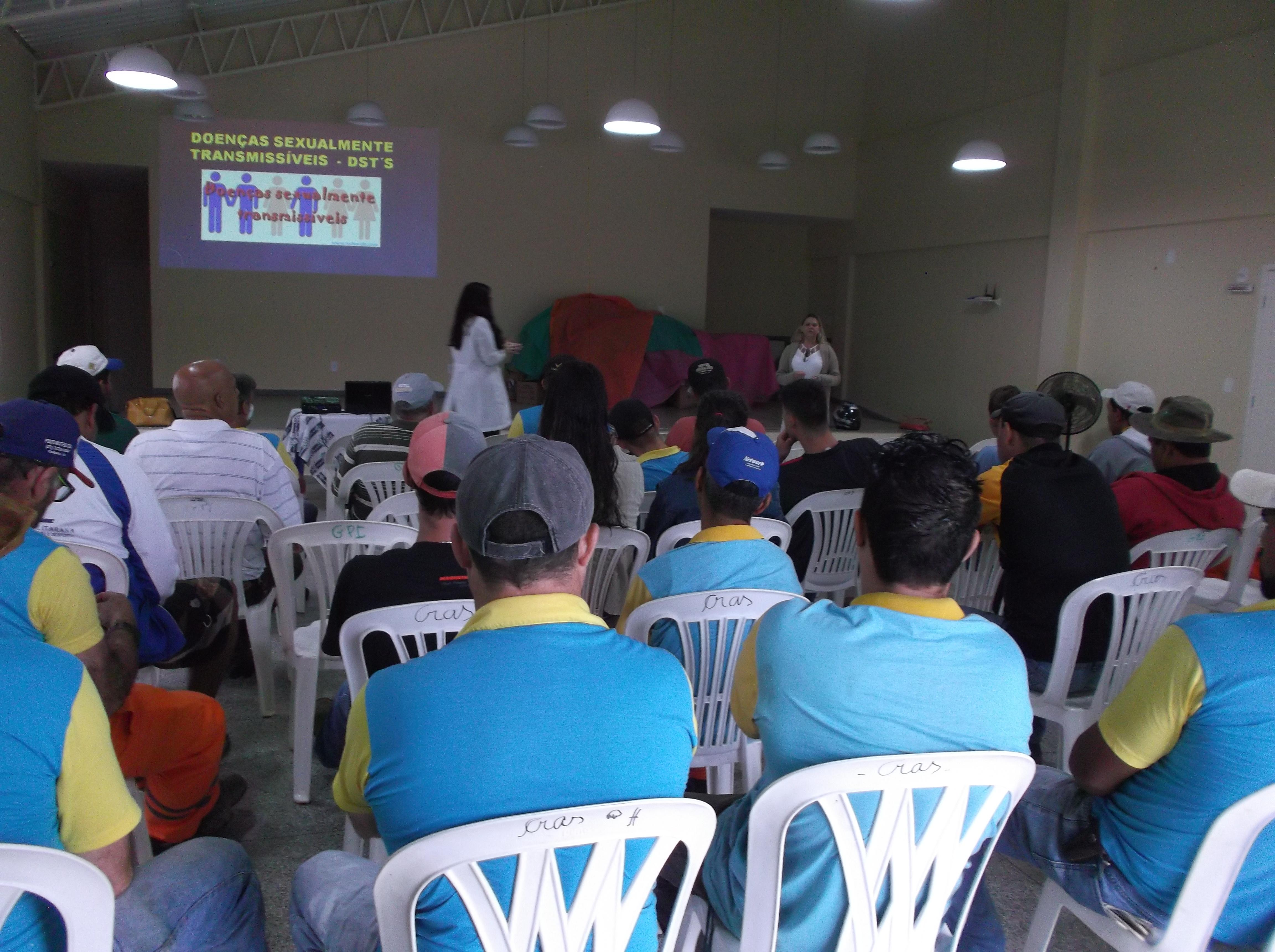 """Funcionários participam de Palestra com o tema """"DST'S"""""""