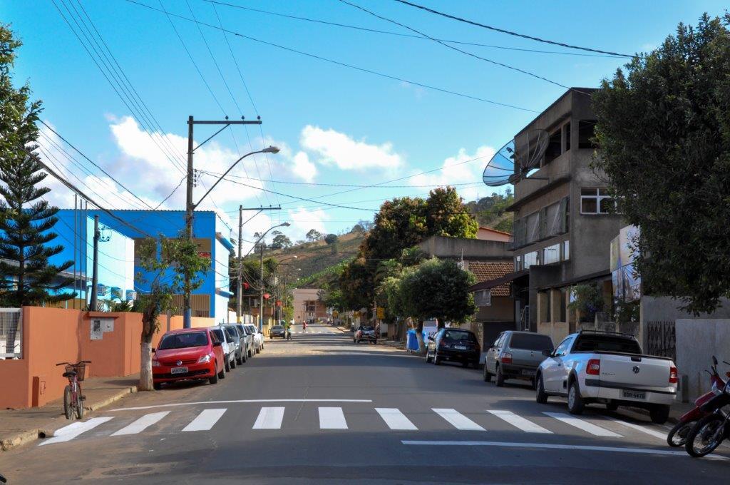 Itarana recebe novas sinalizações de trânsito
