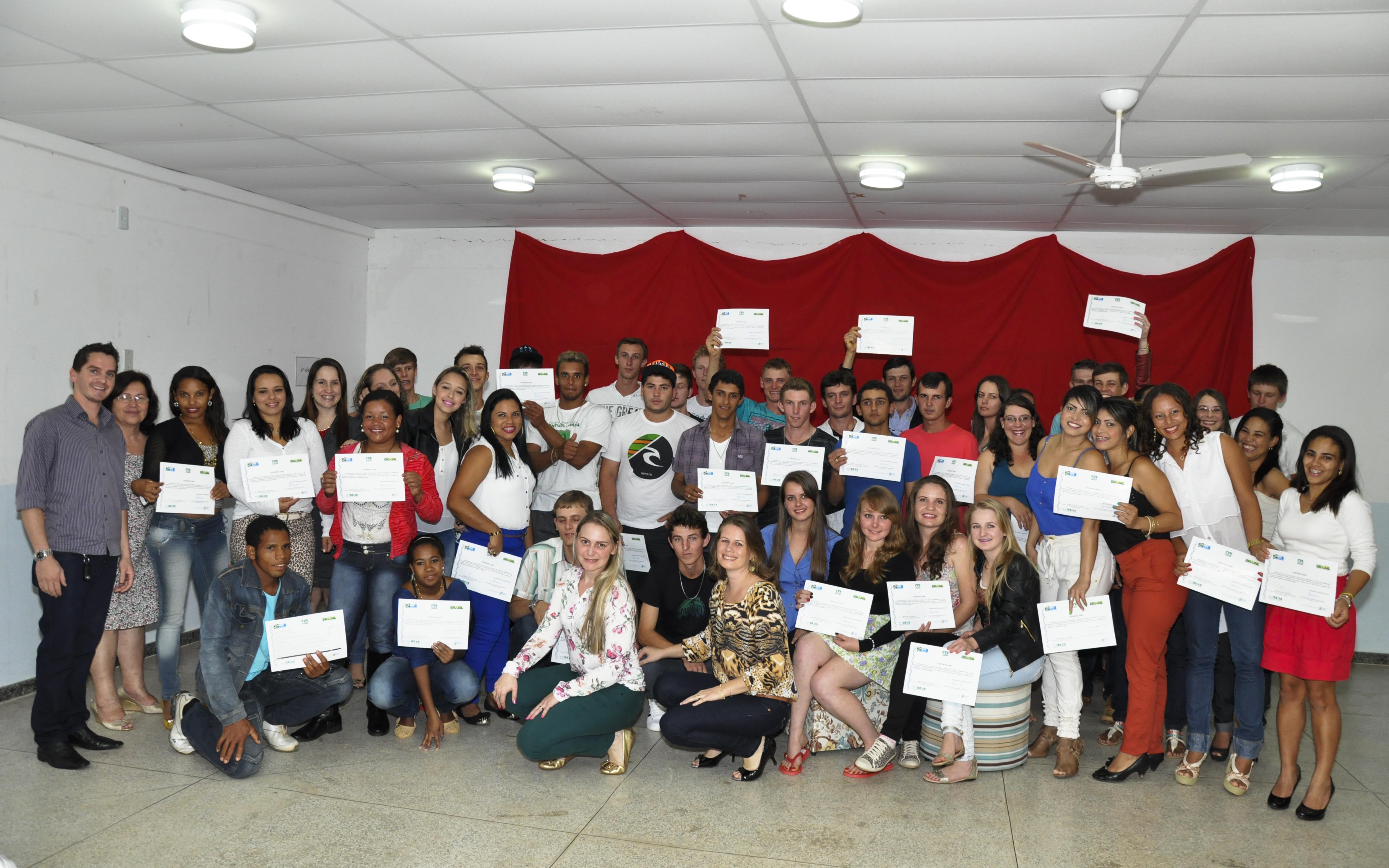 Estudantes recebem certificado do Programa ProJovem Trabalhador