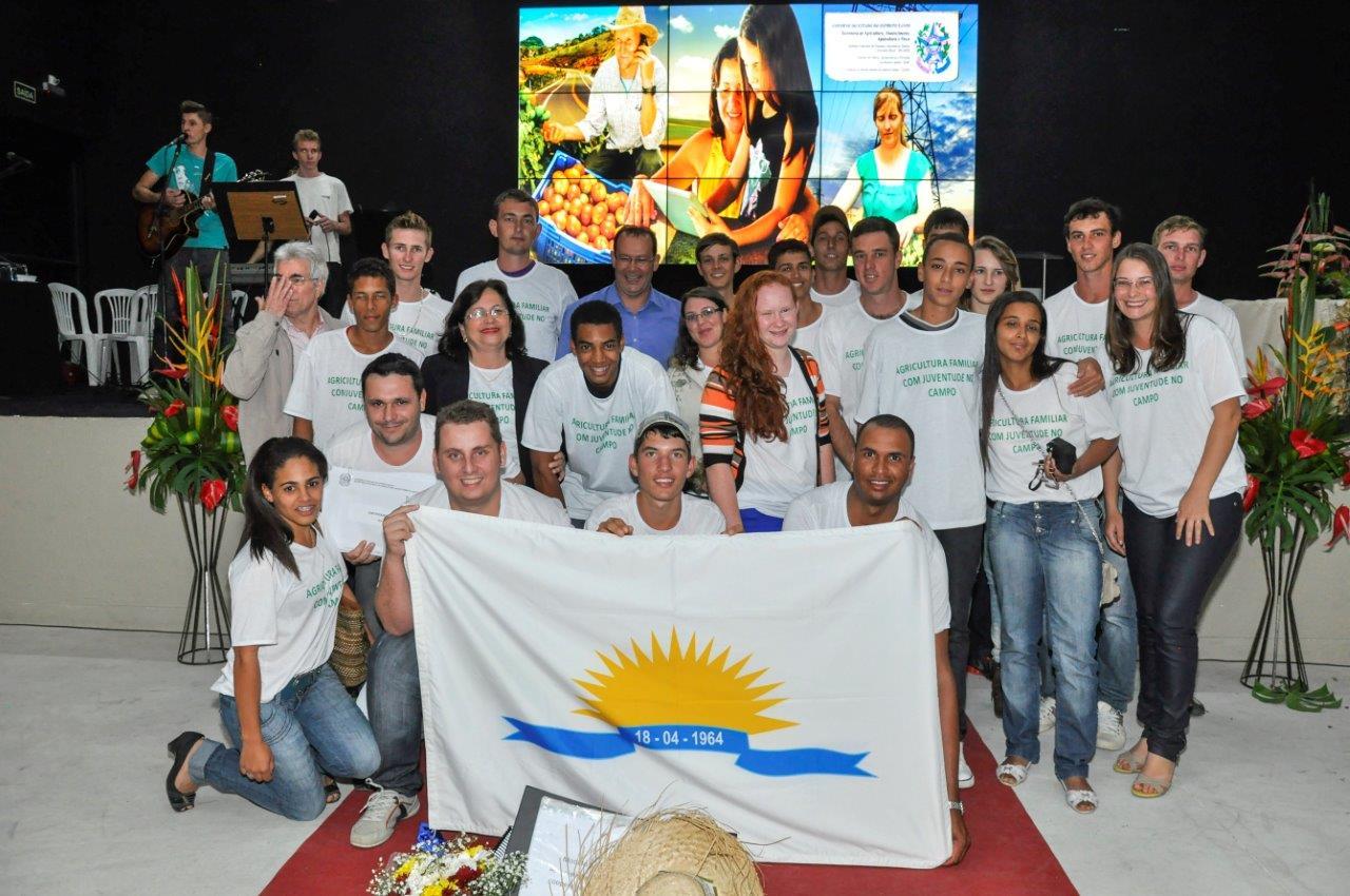 Jovens de Itarana recebem certificado na GranExpoES