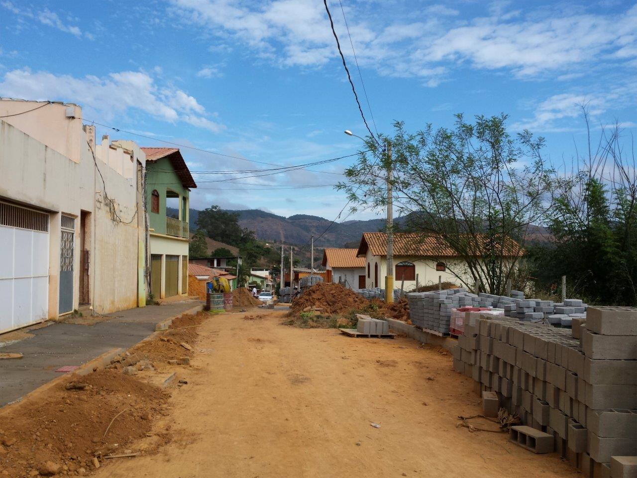 Rua José Colnago recebe pavimentação e drenagem