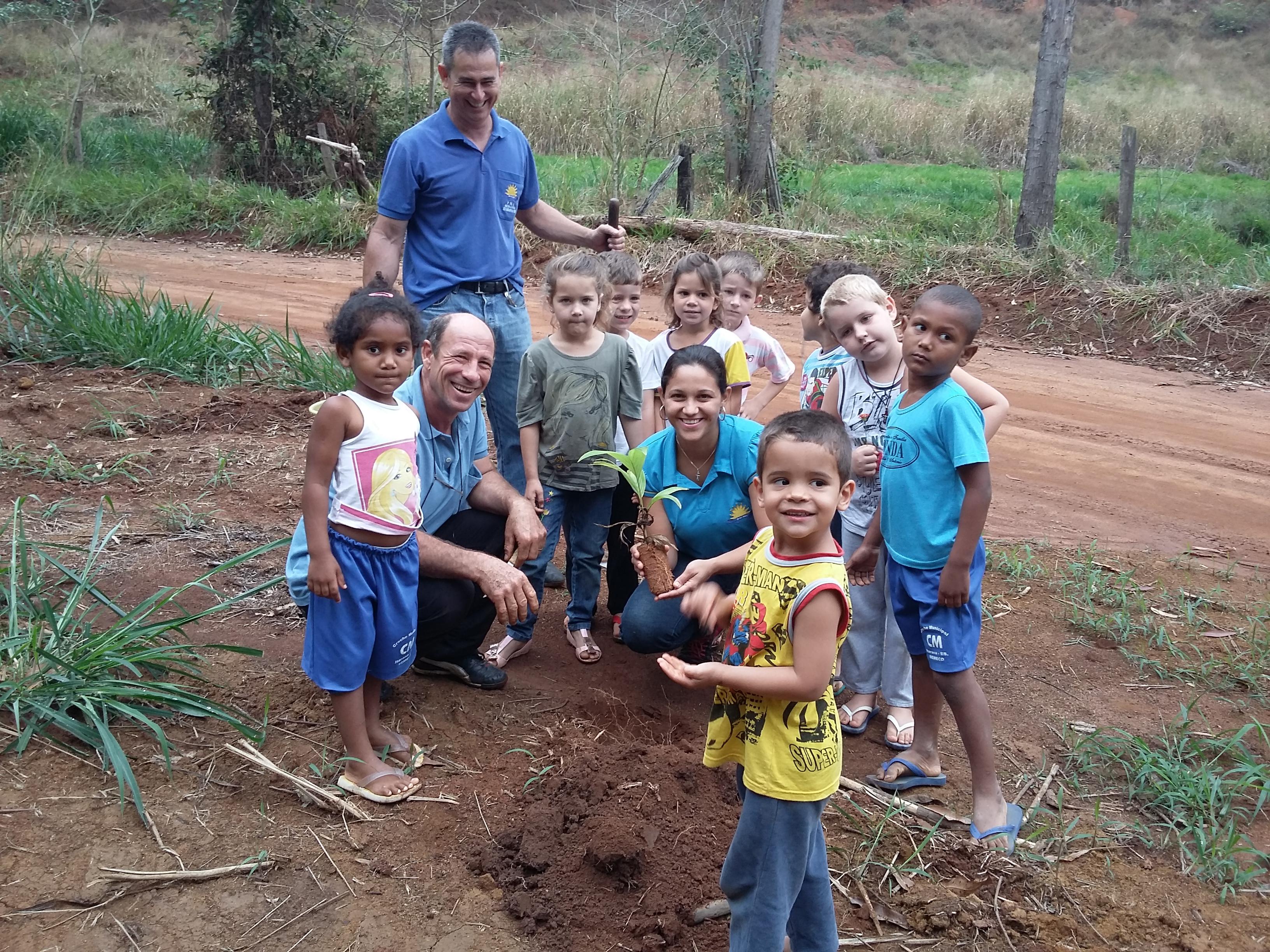 Alunos visitam nascente em Itarana