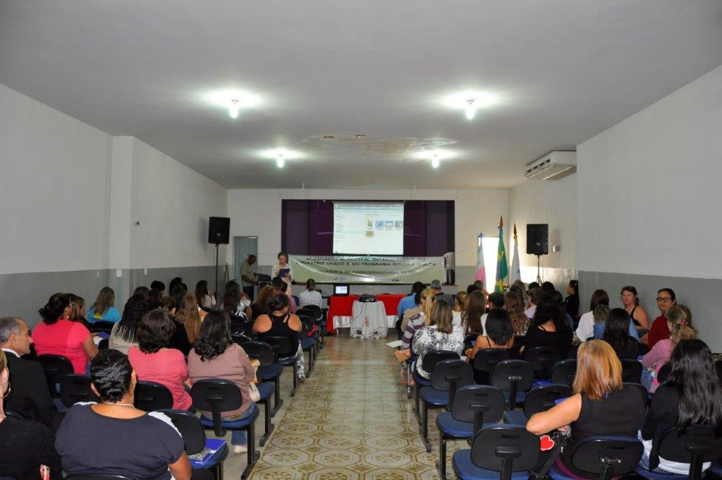 Secretaria Municipal de Assistência Social promove seminário para capacitação de servidores