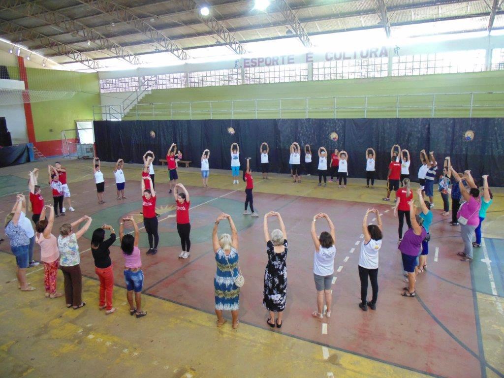 Idosos de Itarana participam de Gincana da Cultura Corporal