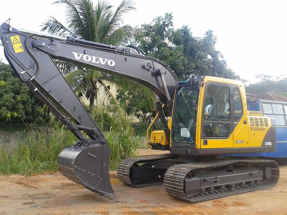Itarana recebe Escavadeira Hidráulica