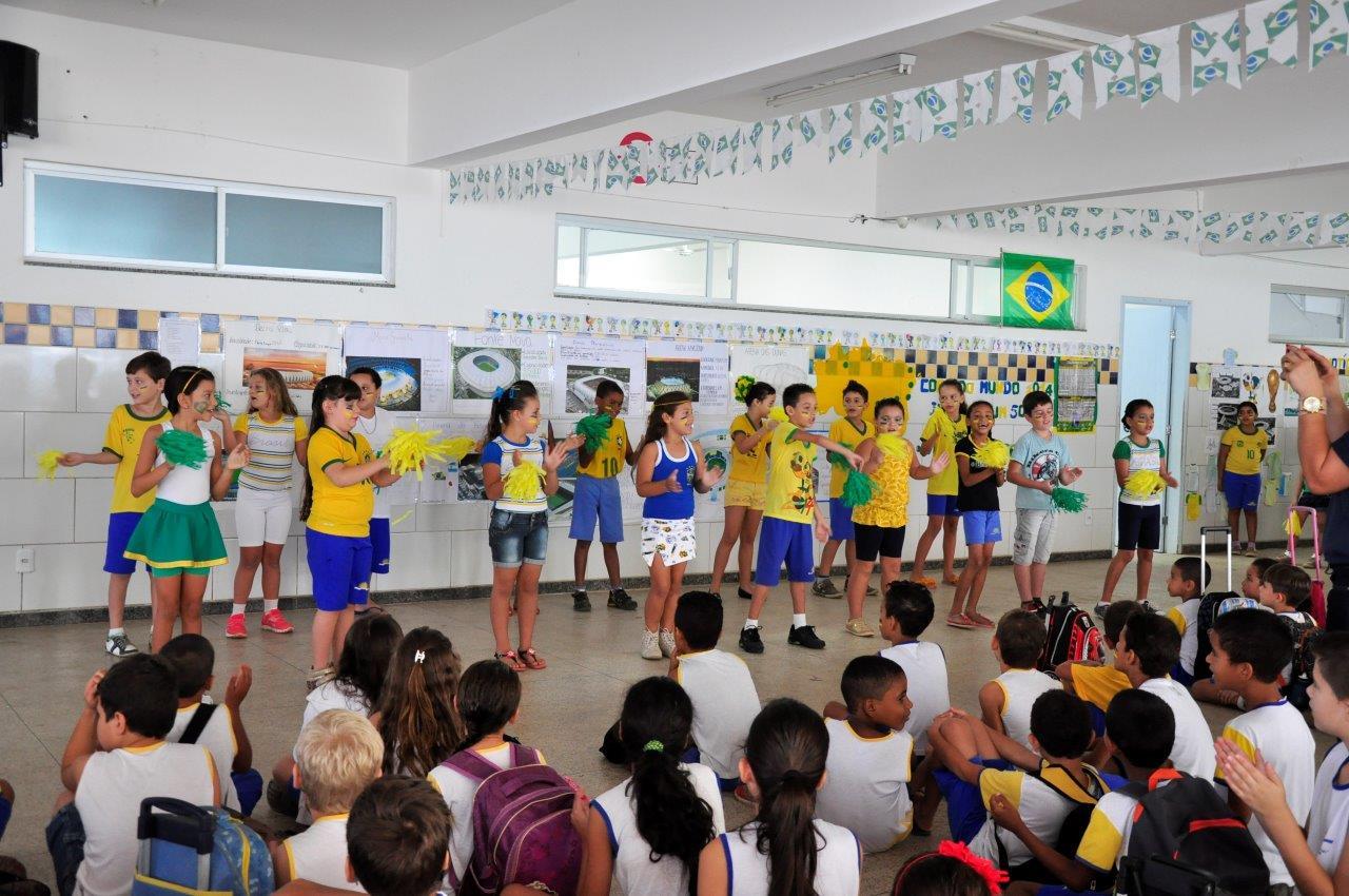 Escola municipal utiliza a copa do mundo para ensinar os alunos