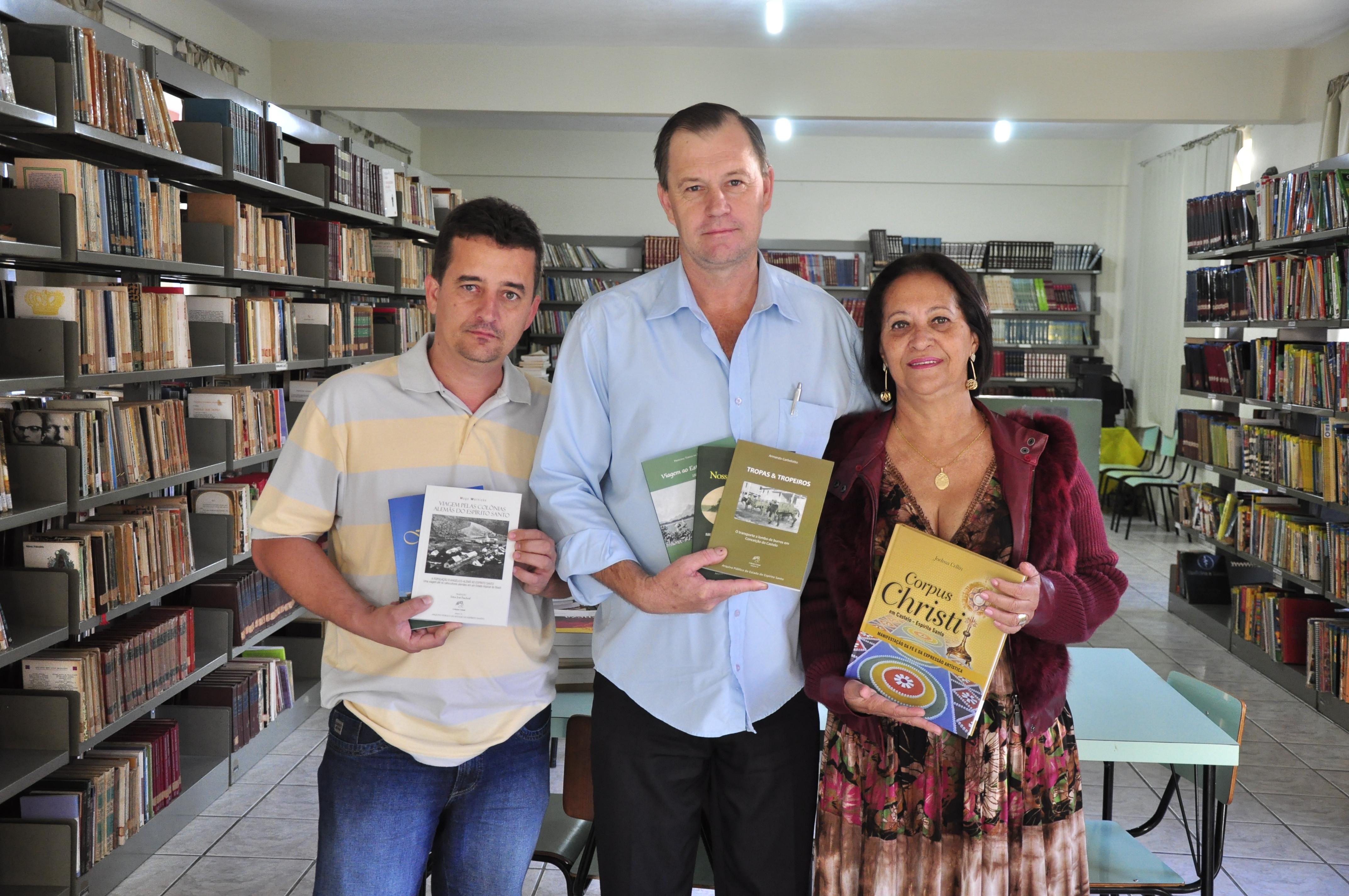 Biblioteca Municipal recebe livros sobre a história do Espírito Santo