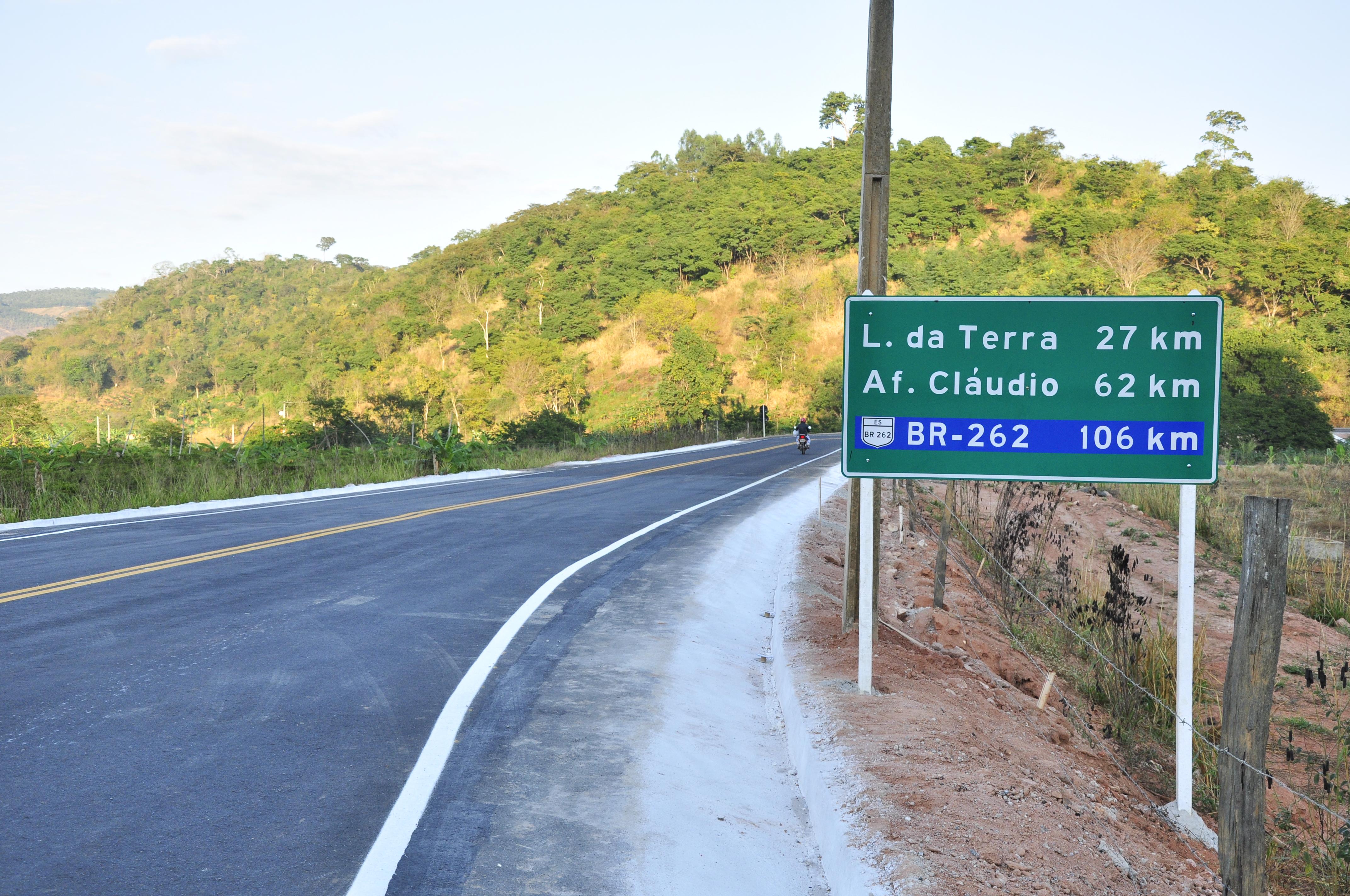 Autoridades participam da inauguração do asfalto que liga Itarana a Laranja da Terra